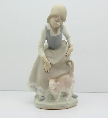 $59.99 • Buy Lladro Figurine Little Girl With Cat Figurine 8 1/4  Tall