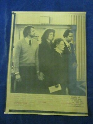 $ CDN21.43 • Buy 1983 Dr. Barney Clark Family Seattle Funeral Home Vintage Wire Press Photo
