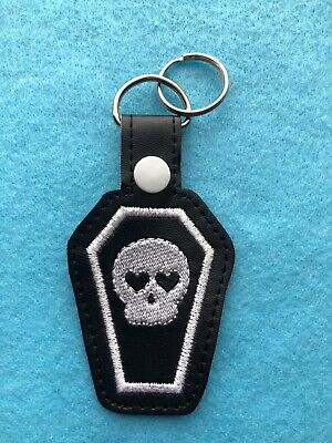 White Skull Coffin Heart Goth Keyring • 4£