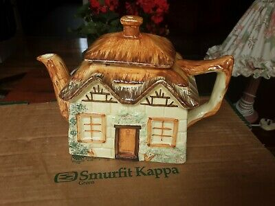 KEELE STREET POTTERY THATCHED COTTAGE TEAPOT 1 1/2 Pint • 5£
