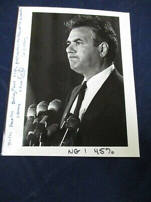 $ CDN20.62 • Buy 1990 Barney Frank Gestures During Press Conference Vintage Glossy Press Photo