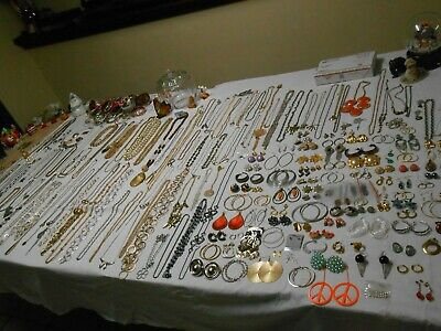 $ CDN221.57 • Buy Huge 466 PC Vintage Jewelry Lot  RINGS, Brooches, Necklaces, Bracelets, &  More