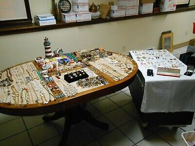 $ CDN234.60 • Buy 492 + Piece Vintage Jewelry Lot RINGS ,Brooches, Necklaces, Earrings,& Much More