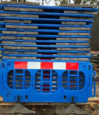 ROAD BARRIERS 42 X TRAFFIC MANAGEMENT CHAPTER 8 PEDESTRIAN PLASTIC SAFETY £18 Ea • 907.20£