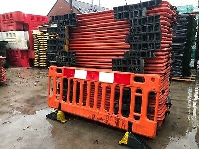 ROAD BARRIERS 38x TRAFFIC MANAGEMENT CHAPTER 8 PEDESTRIAN PLASTIC SAFETY BARRIER • 798£