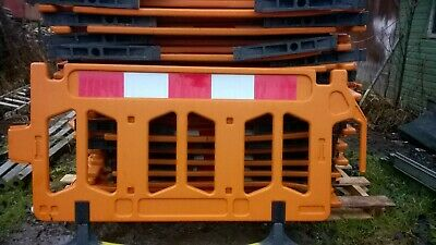 Road Barriers 47 Traffic Management Chapter 8 Pedestrian Plastic Safety Barrier • 987£