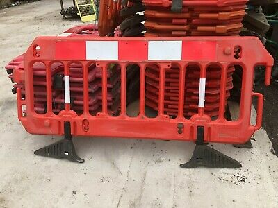 ROAD BARRIERS 17 TRAFFIC MANAGEMENT CHAPTER 8 PEDESTRIAN PLASTIC SAFETY £17.50ea • 357£