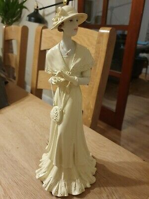 Regal Collection FigurIne Repaired • 3£