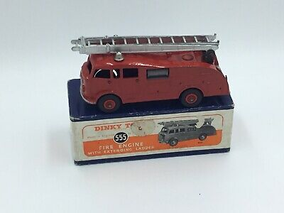 Dinky Toys - 555 - Fire Engine With ' Extending Ladder ' • 54£