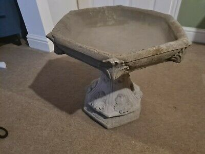 NEVER USED BIRD BATH HEXAGONAL SHAPPED WITH GOTHIC DESIGN. Cast Stone  • 39£