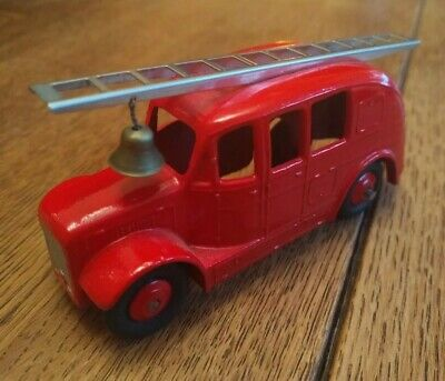 Dinky Model 250 Fire Engine First Type With Smooth Hubs - PART RESTORATION  • 9.99£