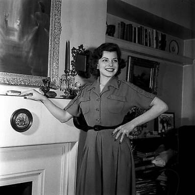 £6.53 • Buy Film Actress Joan Rice Posing Next To Her Fireplace 1951 HISTORIC OLD PHOTO