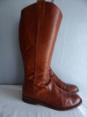 Clarks Tan Leather Rouns Toe Zip Up Knee High Boots Size 8 Low Heels • 31.50£