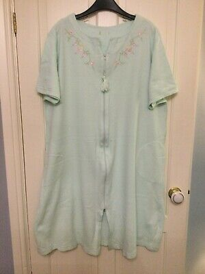 Womens Dressing Gown Size 22/24 • 3.20£