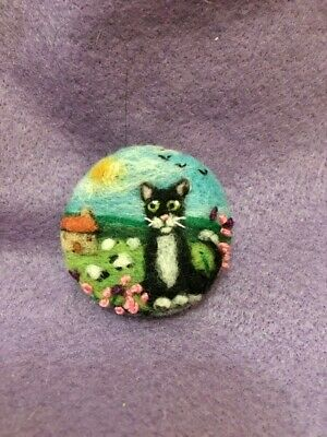 Handmade Needle Felted 'Watching The Sheep' Cat Brooch/Gift • 7.99£