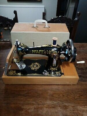PFAFF Model 51 Vintage Handcrank  Sewing Machine With Wooden Bass And Case / Lid • 79£