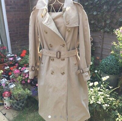Vintage Burberry Trench With Belt Size Small (8-10) • 32£