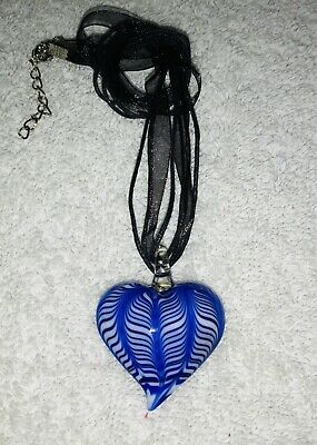 AU7.18 • Buy Unwanted Brand New Glass BLUE & White Patterned HEART NECKLACE Great Xmas Gift J