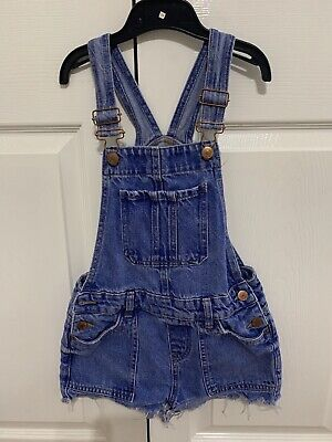 New Look Girl Dungaree Shorts. Age 10y. Good Condition. • 1.10£