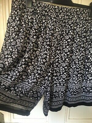 Ladies Black & White Patterned Shorts Size 16 Elasticated Waist ❤️ Pockets • 2.99£