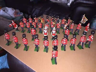 36 Britains Toy Soldiers. Guards , And Guards Band. • 17£
