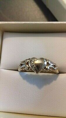AU145 • Buy 9ct Yellow Gold Diamond Highlight Heart Ring.  Sz. O 1/2. 2.23g.
