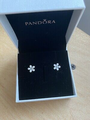 AU25 • Buy Retired Pandora White Daisy Stud Earrings 290538EN12