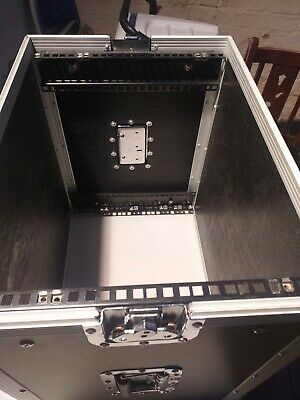 """£100 • Buy 8U 19"""" Rack TRANSIT CASE EQUIPMENT FLIGHT CASE FOR YOUR DJ GEARS ARE OTHER USED."""