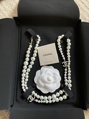 £1400 • Buy AUTHENTIC Classic Chanel Silver CC Pearl Necklace Long