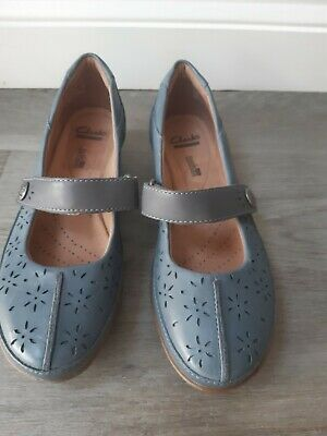 £12 • Buy Clarks Unstructured Flat Shoes. Size Uk 4.5d.  Grey Blue. Daisy Pattern