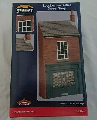 £23.95 • Buy Bachmann Scenecraft 44-0124 OO Scale Lucston Low Relief Sweet Shop NEW