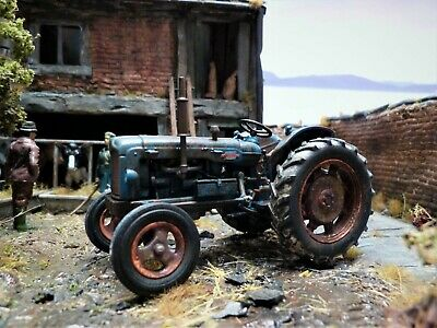 £85 • Buy Fathers Day Gift* Model Tractor 1:32 Scale Universal Hobbies Fordson Power Major