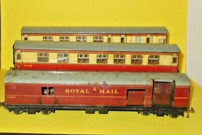 £10 • Buy Hornby Oo Meccano Royal Mail Coach & 2  Passenger Coaches M26133 Guard & M4183