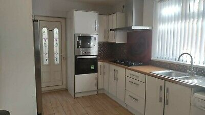 £550 • Buy Kitchen Units Cabinets & Carcasses White  Acrylic Soft Close Doors Hob Extractor
