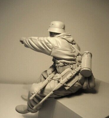 £33 • Buy 1/16 Tank Soldier Sitting And Pointing Resin Unassembled Unpainted Figure (069)