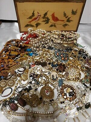 $ CDN43.58 • Buy Lot Vintage Mixed Costume Jewelry Brooches Braclets With Handmade Jewelry Box
