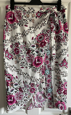 £5 • Buy River Island Floral Cross Over Skirt Size 16