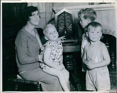 £14.51 • Buy Vintage Woman Three Small Children Next Fireplace Los Angeles People Photo 8X10