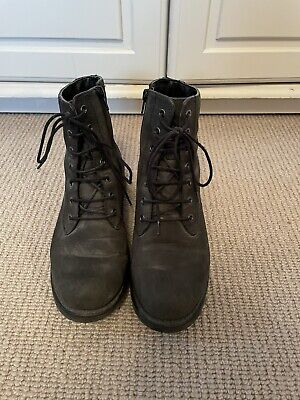 £5 • Buy Clarks Grey Army Boots Size 6