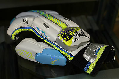 AU249 • Buy Adam Gilchrist Hand Signed Cricket Batting Glove Unframed + Photo Proof & C.o.a