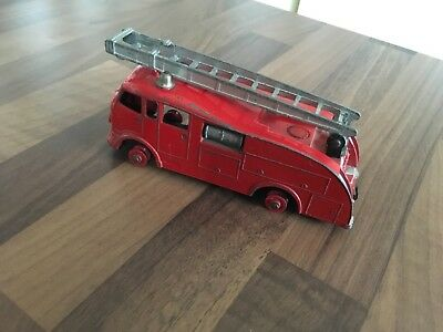 DINKY COMMER FIRE ENGINE No 955 WITH LADDER. NO WINDOW MODEL. • 15£