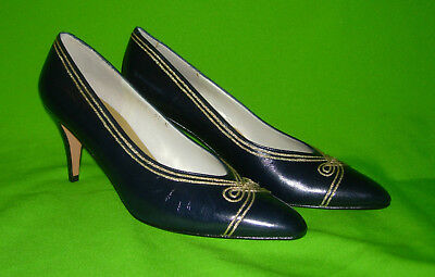 046fca14a21 Evan Picone Navy Blue Pumps