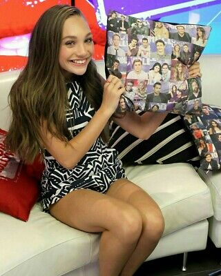 $ CDN5.21 • Buy Maddie Ziegler Posing With The Cushion In The Hand 8x10 Picture Celebrity Print