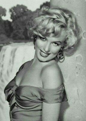 Marilyn Monroe Pre Owned By Marilyn  Props Memorabilia Collectibles  • 299$