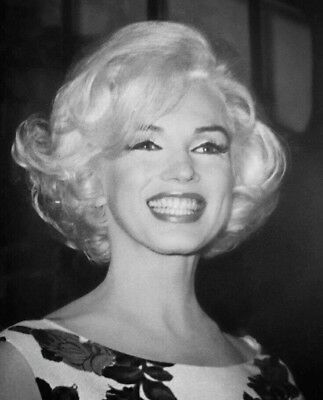 Marilyn Monroe Pre Owned By Marilyn  Props Memorabilia  Collectibles  • 49$