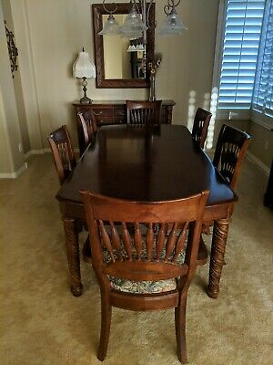 $800 • Buy Dining Room Table Chairs Used