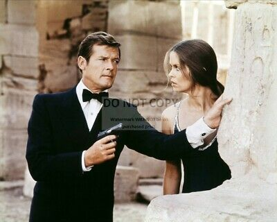 $ CDN9.65 • Buy Roger Moore & Barbara Bach In  The Spy Who Loved Me  - 8x10 Photo (op-572)