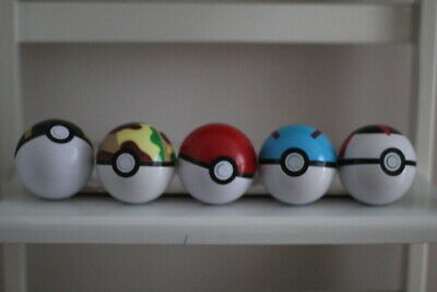 * 3 Pack * Pokeball With Pokemon Figure * 3 Pack * • 8£
