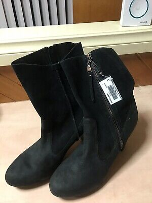 AU30 • Buy Black Leather Boots Size 8 Uggs Price Reduced