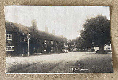 Yattendon Berkshire Real Photographic Postcard • 15£